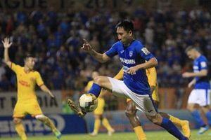 Cấm 2 trận cầu thủ Quảng Ninh giật chỏ, đạp đầu đối thủ: Sao nhẹ thế, VFF?