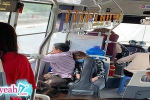 Khoảnh khắc cô con gái tựa đầu vào vai cha ngủ ngon trên chuyến xe buýt lên thành phố nhập học khiến nhiều người suy ngẫm