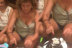 Khách tây vào quán xin nhang cắm bánh kem mừng sinh nhật còn mắng vốn: 'nến thổi mãi không tắt'