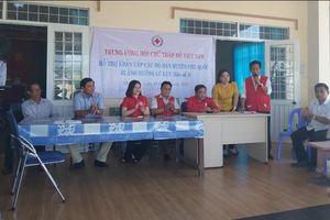 TW Hội chữ thập đỏ tặng quà cho người dân Phú Quốc sau ngập lũ