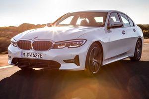 BMW 330e 2020 thêm tính năng, tăng tốc như xe đua