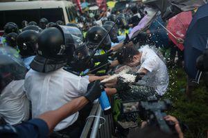 'Các đại gia bất động sản lũng đoạn Hong Kong, thổi lửa biểu tình'