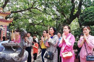 Hà Nội: Người dân tấp nập đi lễ Vu Lan báo hiếu
