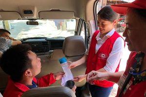 Hà Nội: Chuyến xe lưu động giải cứu người lao động khỏi nắng nóng gay gắt