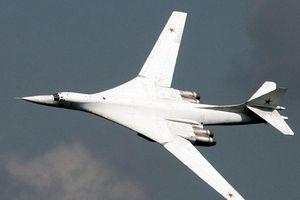 Nga điều máy bay ném bom Tu-160 tới gần biên giới Mỹ