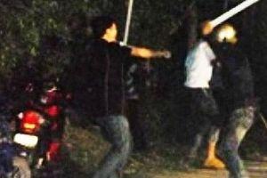 Hai nhóm thiếu niên hỗn chiến vì mâu thuẫn chia tiền nhậu, 1 người tử vong