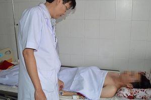Bệnh nhân bị đâm xuyên tủy được cứu sống trong đêm