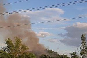 Huế: Cháy dữ dội rừng thông núi Ngũ Phong, đe dọa đường dây cao thế 220KV
