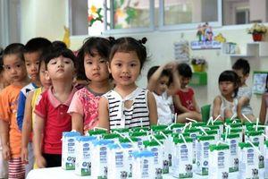 Bổ sung vi chất cho sữa học đường: Còn chờ nghiên cứu khoa học