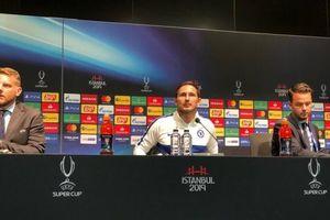 HLV Lampard an ủi học trò, cho rằng Chelsea thua vì kém may mắn