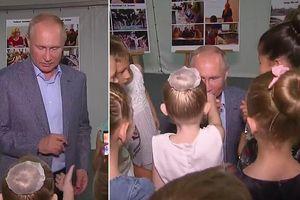 Tổng thống Putin quỳ gối, hôn tay diễn viên nhí múa ba lê