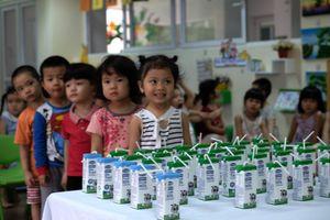Còn nhiều tranh cãi nên bổ sung 3, 18 hay 21 vi chất vào sữa học đường