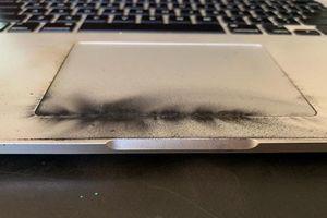 MacBook Pro bị cấm mang lên máy bay do nguy cơ này