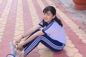 Chỉ một khoảnh khắc diện áo dài, nữ sinh Bình Thuận đã khiến dân mạng ngẩn ngơ thương nhớ