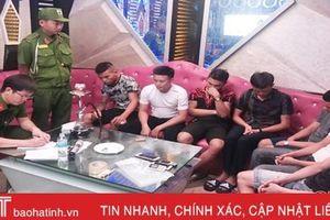 Bắt 7 đối tượng 'đập đá' trong quán karaoke ở TP Hà Tĩnh