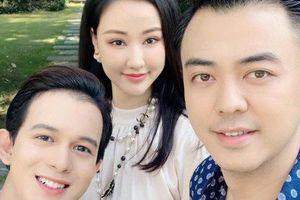 Maya khoe ảnh gia đình hạnh phúc bên MC Tuấn Tú và Quang Anh, dân mạng rần rần đoán mẹ Bảo 'Về nhà đi con' trở về