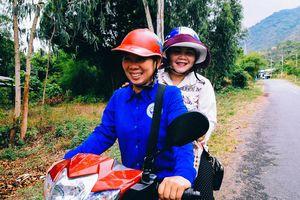 Đội quân 100 nữ xe ôm núi Cấm: Tay lái lụa trên cung đường 'dựng tóc gáy'
