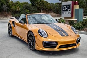 Porsche 911 Turbo S Cabriolet hiếm hoi rao bán 7,44 tỷ đồng