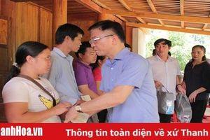 Bộ trưởng Bộ Tư pháp thăm, tặng quà đồng bào vùng lũ huyện Quan Sơn