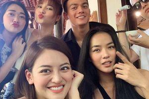 Facebook sao Việt hôm nay (17/8): Ninh Dương Lan Ngọc đăng hình diễn viên 'Gái già lắm chiêu 3'
