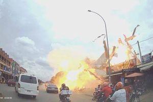 Xe bồn nổ tung tại trạm xăng, ít nhất 13 người bị thương