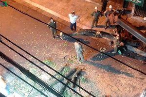 Chặt cây sưa lớn giữa phố cổ Hà Nội 'vì hiện tượng nghiêng, vẹo'?