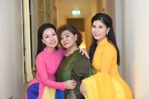 Ca sĩ Thu Hà lần đầu tiên tiết lộ về cô em gái ruột tài năng Linh Hoa