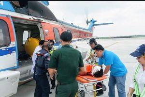 Cấp cứu chiến sĩ Trường Sa bị tai nạn bằng đường không