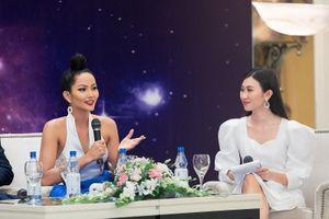 Hoa hậu H'Hen Nie tự tin nói thời trang mình quá tệ