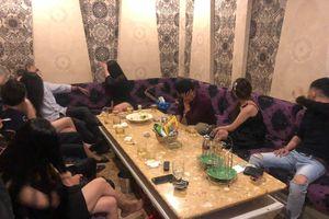 Công an Q.1 TP.HCM đột kích nhà hàng Thiên Hương trên đường Trần Quang Khải
