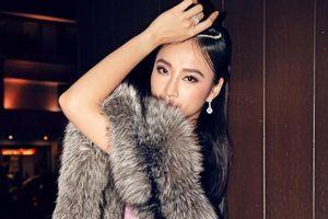 Angela Phương Trinh gây tranh cãi khi diện váy bó sát, khoác khăn choàng lông thú