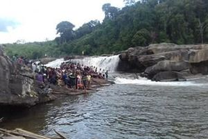 3 thanh niên bị nước cuốn mất tích khi đi tắm thác ở Gia Lai