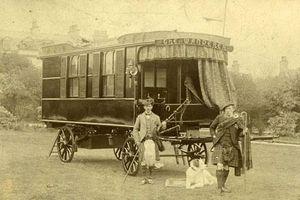 Khám phá cỗ xe ngựa 200 tuổi sang trọng nhất thế giới