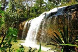 Gia Lai: 3 thanh niên tắm thác bị nước cuốn