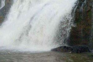 Tìm kiếm 3 thanh niên mất tích khi đi tắm thác