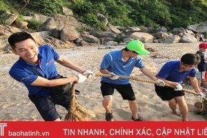 Nhóm bạn trẻ TP Hà Tĩnh 'giải cứu' bãi biển Quỳnh Viên khỏi rác thải