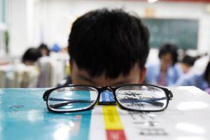 Trẻ em Trung Quốc mệt nhoài vì học hè
