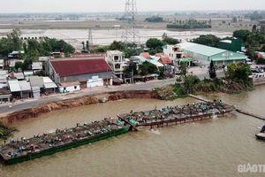 Hệ thống bao cát chống sạt lở trên QL91 qua An Giang bị trôi sông