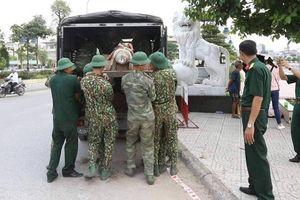 Di dời quả bom nặng hơn 100kg dưới sông Tam Bạc