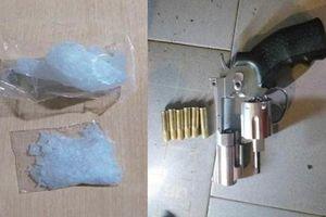 Bắt nhóm đối tượng mang súng và tàng trữ trái phép chất ma túy ở Đồng Tháp