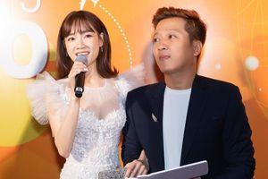 Hộ tống Nhã Phương dự sự kiện, Trường Giang ngọt ngào bế bổng vợ yêu giữa sân khấu