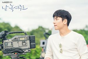 'Melting Me Softly' phát hành hình ảnh tiếp theo của chàng đạo diễn điển trai Ji Chang Wook bị đóng băng 20 năm