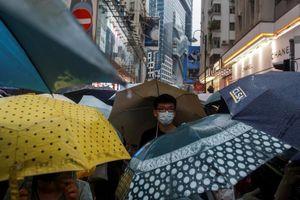 Hàng trăm nghìn người biểu tình Hong Kong tuần hành dưới mưa
