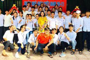 Góc 'con nhà người ta': 40 học sinh vùng lũ Nghệ An đỗ đại học