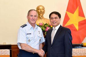 Thứ trưởng Thường trực Bùi Thanh Sơn tiếp đoàn Không quân Hoa Kỳ