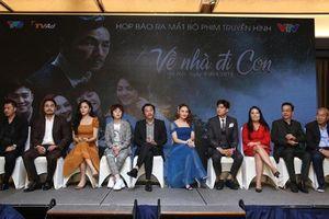 Bộ Văn hóa trao bằng khen cho đoàn làm phim 'Về nhà đi con'