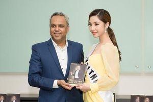 Người đẹp Mỹ Huyền gặp gỡ triệu phú Malaysia tại Miss International Globe