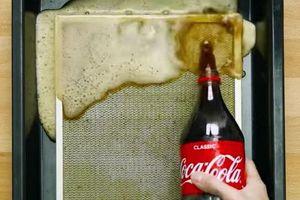 Thấy con dâu đổ Coca Cola lên bộ lọc của máy hút mùi, mẹ chồng toan mắng thì ngạc nhiên vì thấy kết quả sau đó
