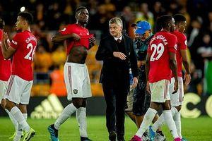 Quỷ đỏ bỏ lỡ ngôi đầu, niềm vui cho Liverpool