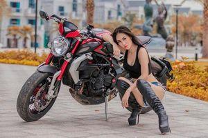 'Bỏng mắt' với người đẹp 9X bên mô tô Dragster 800 RR